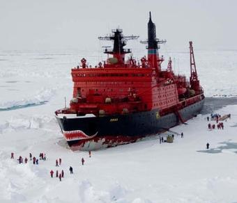 """Ледокол """"Ямал"""" заберет 18 ученых с дрейфующей льдины"""