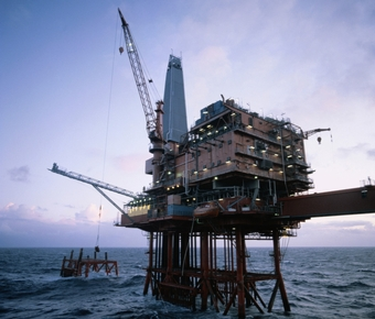 В США цены на нефть превысили $74