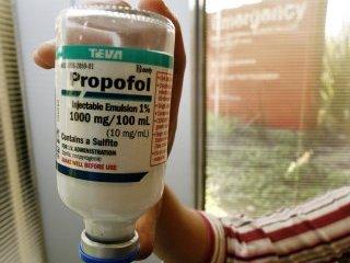 Майкл Джексон умер от передозировки анестетика Propofol