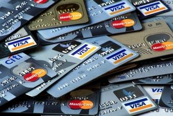 Кредиты по пластиковым картам подорожали в среднем на 10%