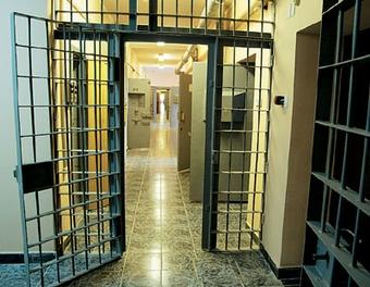 Поправки в Уголовный кодекс позволят выйти из колоний тысячам арестантов