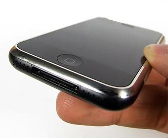 В Европе проверяют сообщения о трещинах на iPhone