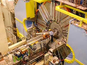 Физики нашли намек на новую элементарную частицу