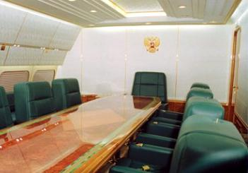 Самолет В.Путина врезался в столб при посадке