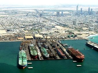 Застрявшие в порту Дубаи российские моряки просят о помощи