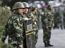 В китайский Урумчи введены тысячи военных и бронетехника