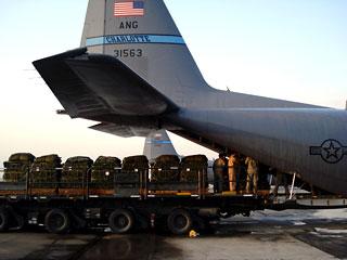 США начинают транзит военных грузов в Афганистан через Россию