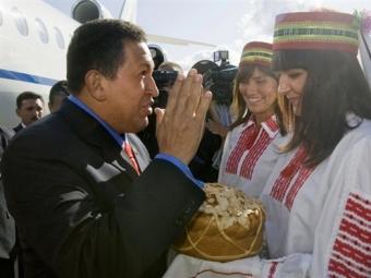 """Уго Чавес передал Лукашенко привет от """"оси зла"""""""