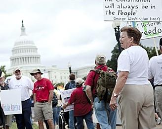 В Вашингтоне собралась многотысячная демонстрация против администрации Обамы