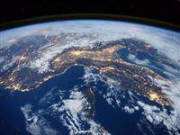 Космос опутала неопознанная пленка
