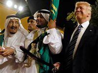 Танцы с саблями: Трамп с удовольствием и пользой провел время в ваххабитском королевстве