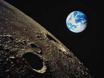 Ученые выяснили, что на Луне постоянно идут каменные «дожди»