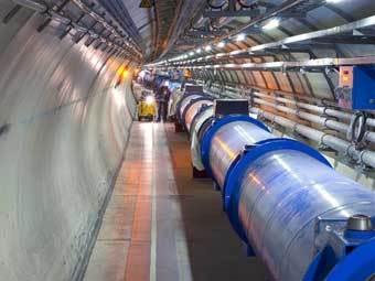Большой адронный коллайдер запустят вполсилы
