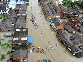 На востоке Китая несколько домов погребены под оползнем