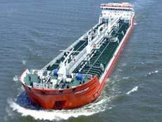 В Малаккском проливе в результате столкновения загорелся танкер