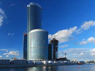 Альфа-банк арестовал башни Mirax Group